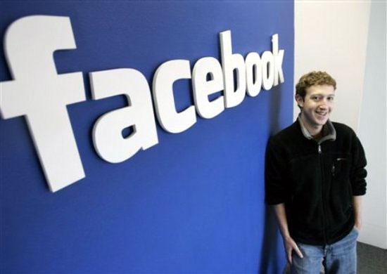 Основателя Facebook не оставляют в покое однокашники