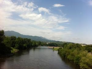 Грузия. Georgia. Черная река. Город Зестафони.