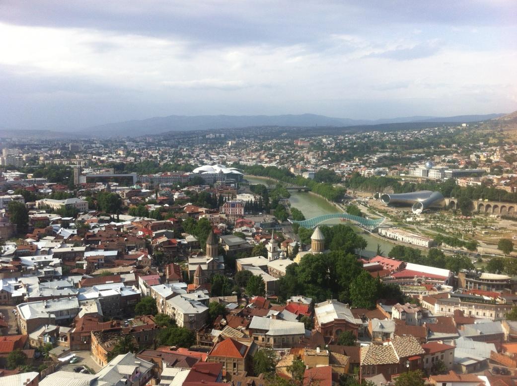 Тбилиси, вид с высоты канатной дорожки.